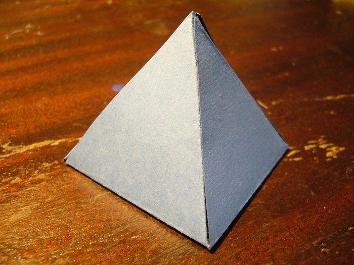 Объемный треугольник из бумаги