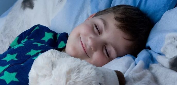 Ребенок спит беззаботно