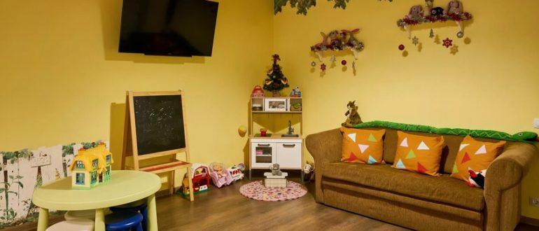 диван в гостиную с детским уголоком